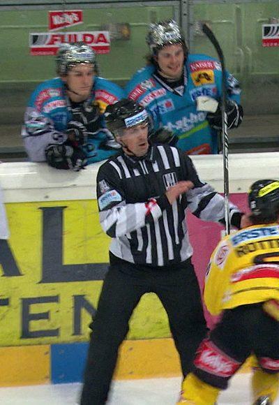 Rotter attackiert Referee