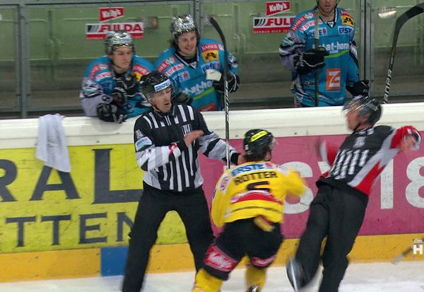 Rotter attackiert Referee