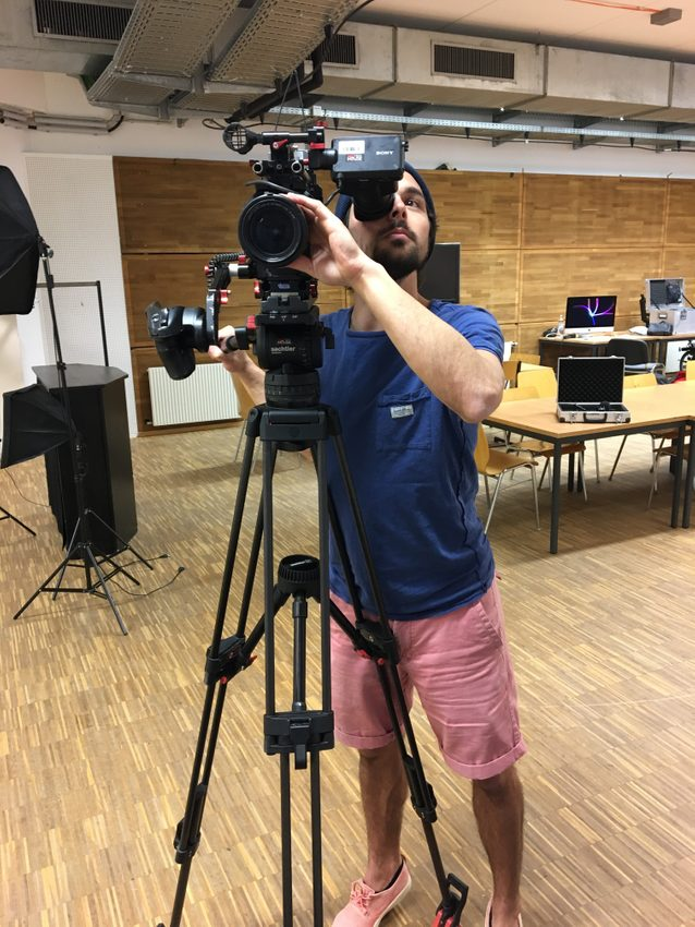 Er macht - er filmt - er kreiert